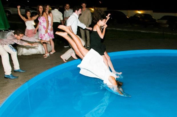 Скачане в басейна