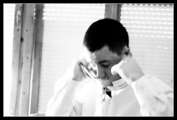 Слагането на вратовръзка в сватбения ден. И като си говорим за символика... :-)