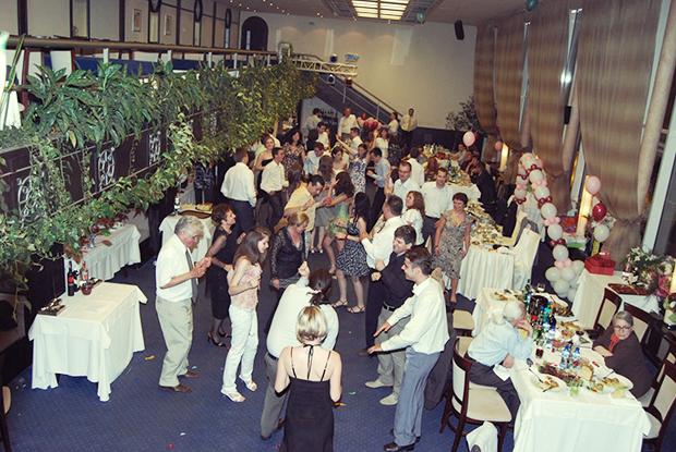 """Ресторант """"Лебед"""" през 2008 година, преди любимото на всички фотография обновление в черно."""