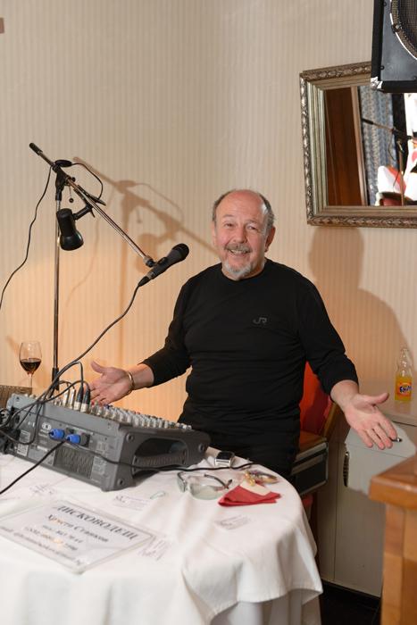 DJ Ицо Станков през 2014-та година. Все така усмихнат и винаги с микрофон пред себе си.