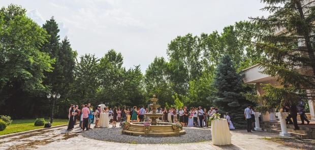 Дворът на зала София